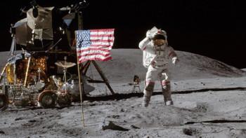 Ay'a gerçekten ayak basıldı mı?