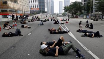 Hong Kong sokakları neden savaş alanına döndü?