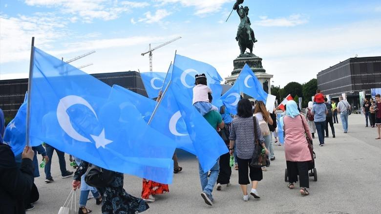 Çin, Uygur Türkleri'ni göz altına alıyor