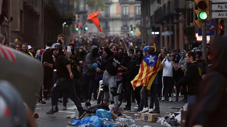 Barcelona sokaklarında bağımsızlık mücadelesi