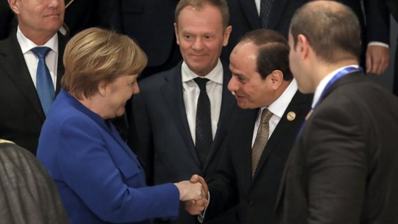 Mısır darbesi ve demokrasi arasında Batı