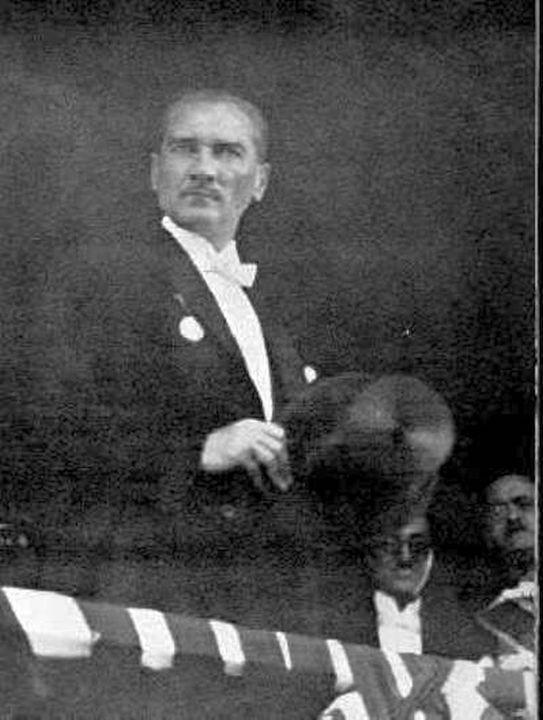 Atatürk sevgisi 81 yıldır artarak devam ediyor - Sayfa 1